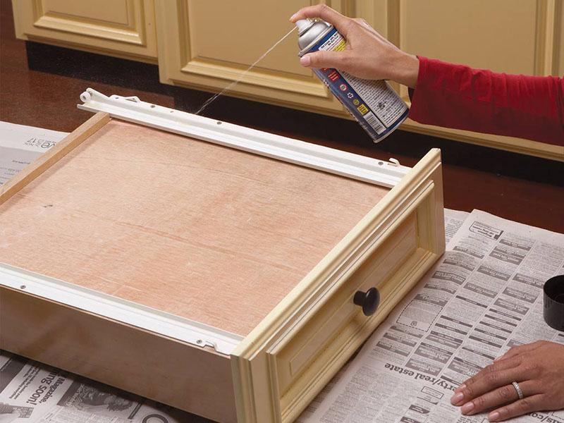 رفع مشکل کابینت آشپزخانه با روغنکاری ریل کشوی کابینت