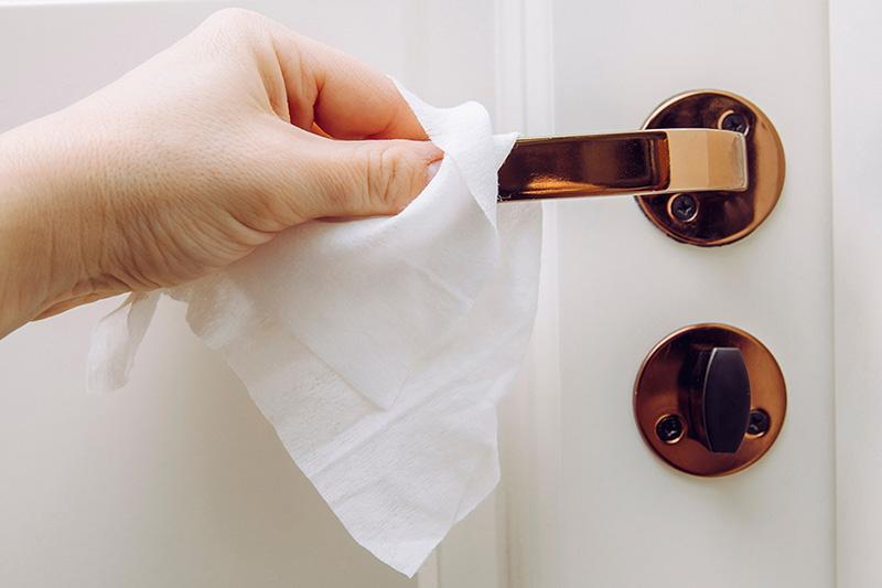 دستگیرههای درب از جمله میکروبیترین وسایل محل کار هستند.