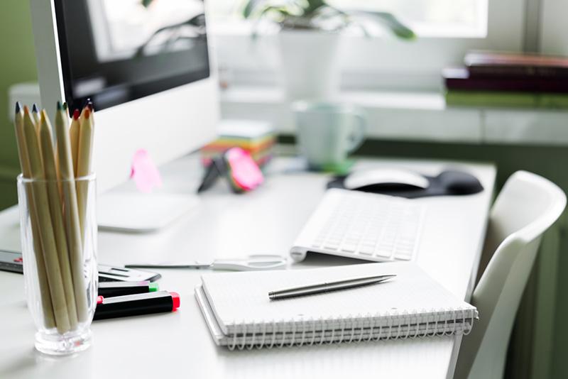 مرتب کردن میز کار و نظافت دفتر کار خانگی