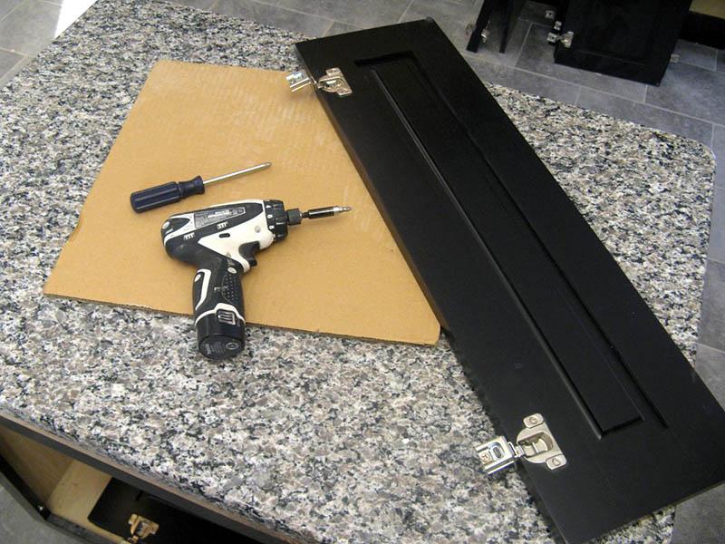 ابزار مورد نیاز برای تعویض و نصب درب کابینت آشپزخانه