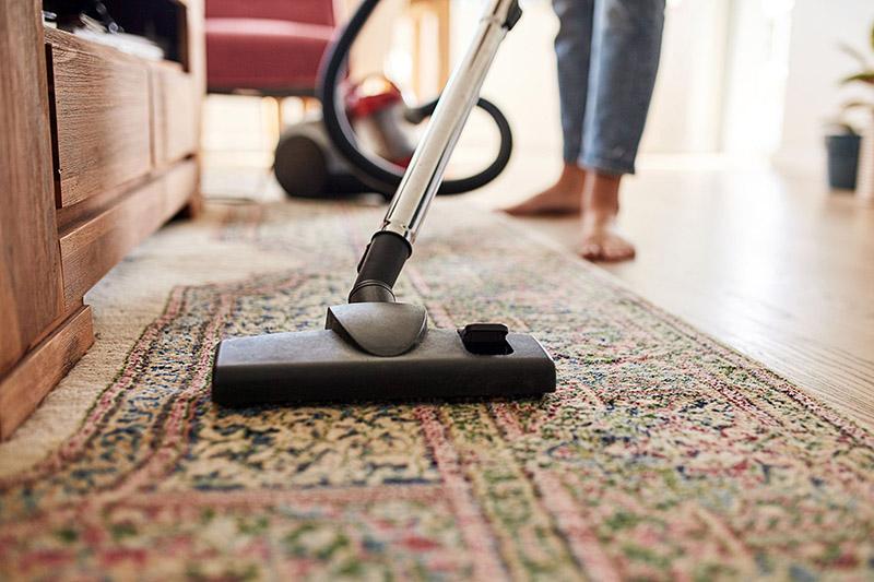 مراحل شستن و جارو زدن فرش
