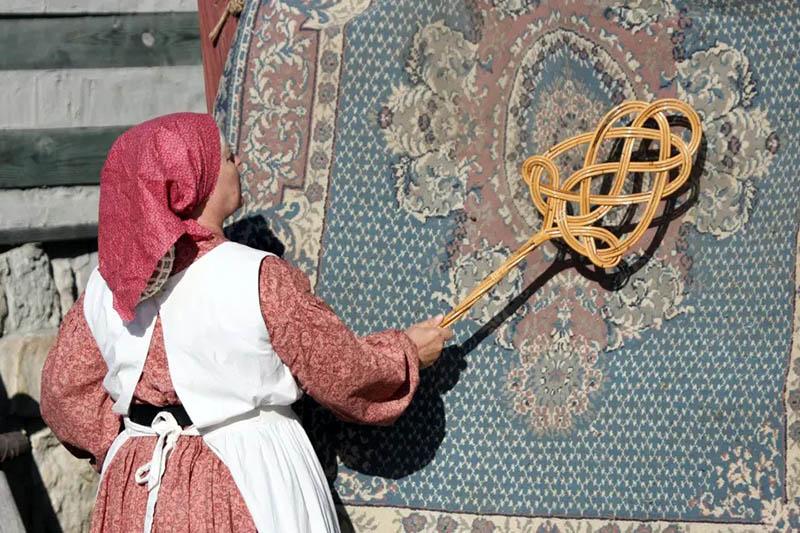 نحوه غبارگیری فرش پیش از قالیشویی