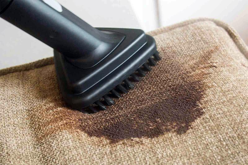 استفاده از قویترین پاککنندههای خانگی برای شستشو و تمیز کردن مبل پارچهای